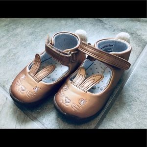 Carter's bunny Mary Janes size 5.5 copper color